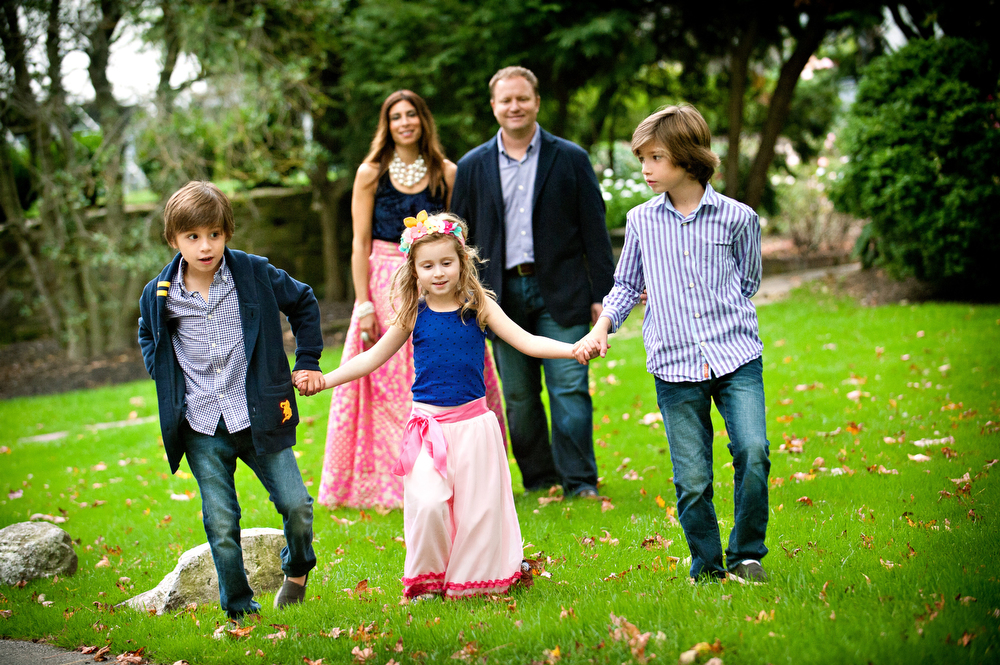 Main line family portraits outside