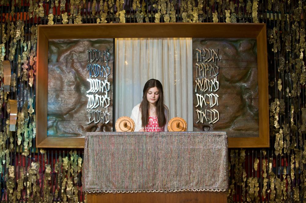 Har-zion-Temple-Bimah-Portraits