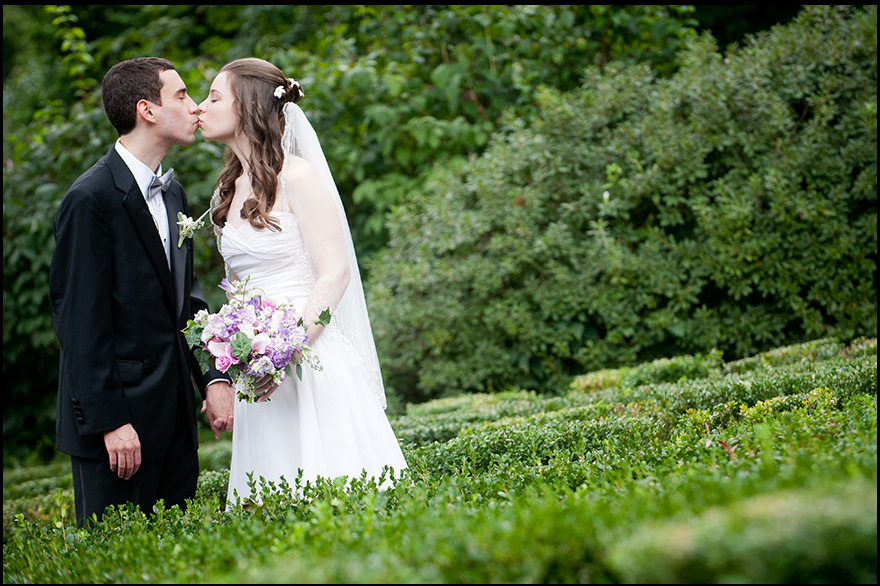 Appleford-Estate-Bride-Groom-Kissing