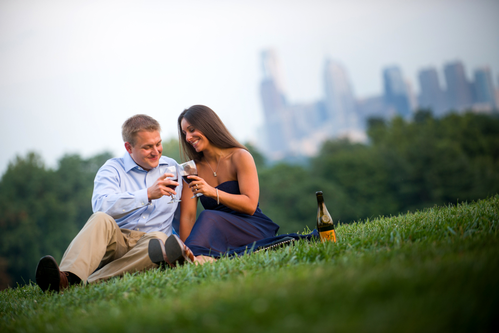 Romatic-Engagement-Photo-Ideas-City-Skyline
