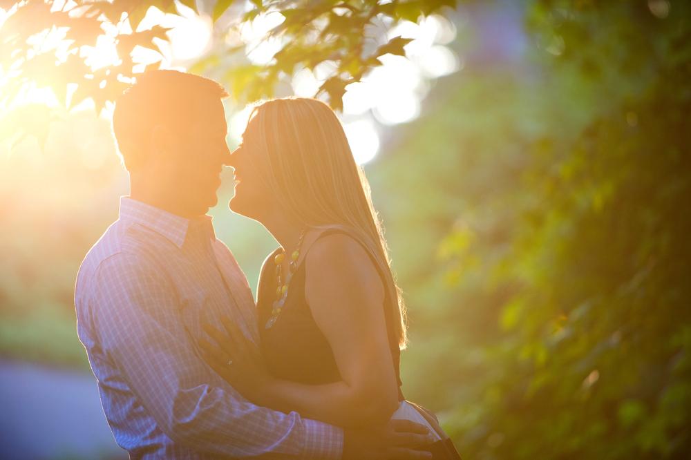 Sun-Shine-Engagement-Photos-Outdoor
