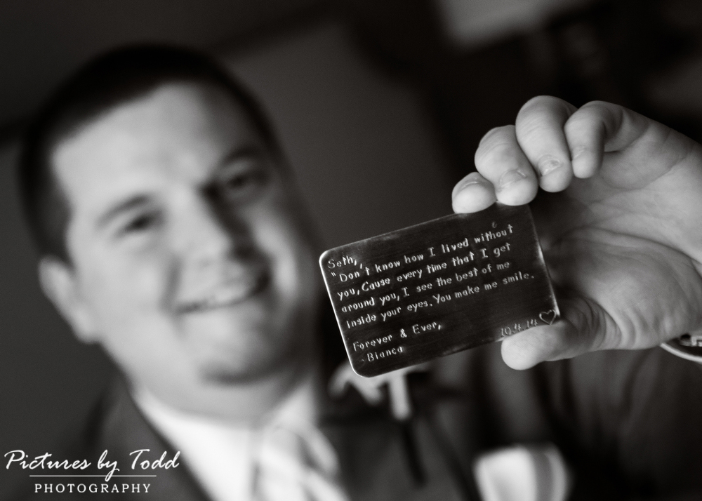 Bride-Groom-Gifts-Before-Ceremony-Photography