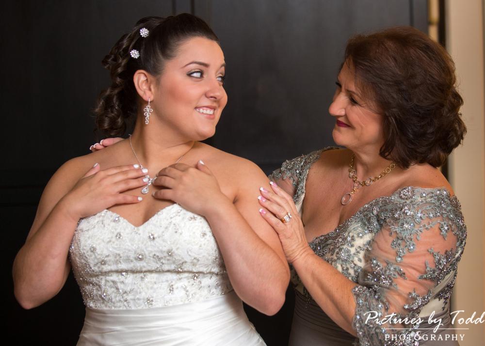 Bride-Mother-Photos-Before-Wedding