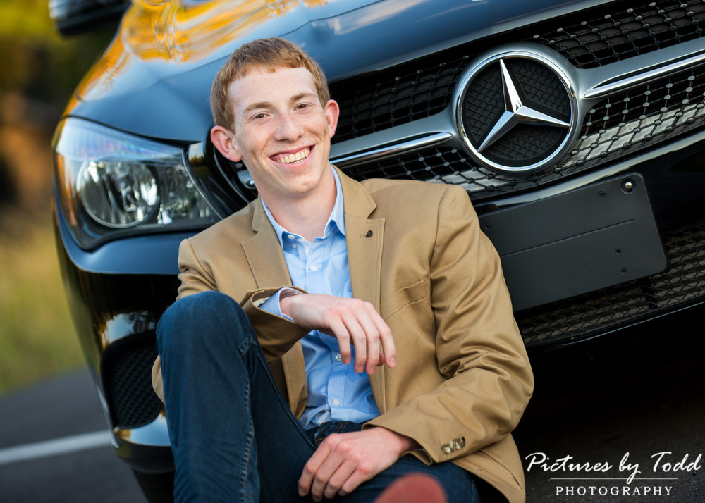 Senior-Portrait-Photographer-Photos-With-Car