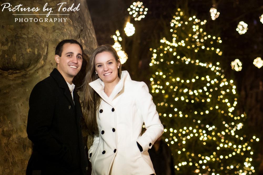 Engagement-Photos-Ideas-Philadelphia-Rittenhouse-Square-Romatic-Lighting-Ambiance-Holiday