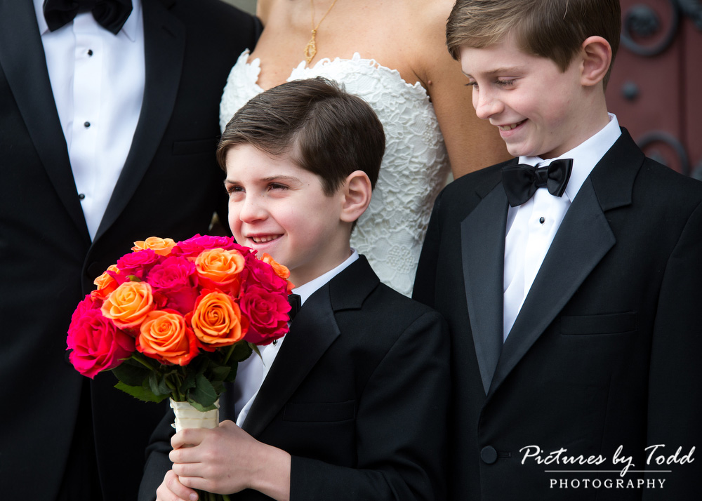 Merion-Tribute-House-Wedding-Photos-Fun-Amaranth-Florist