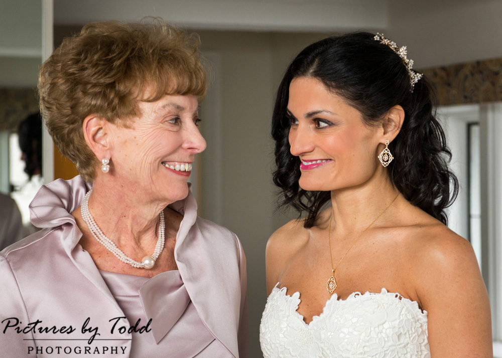 Mom-Daughter-Wedding-Day-Photos