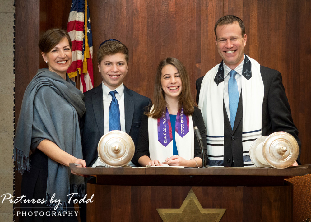 Temple-Sholom-Broommall-Photos-Photographer-Bat-Mitzvah-Family-Photos
