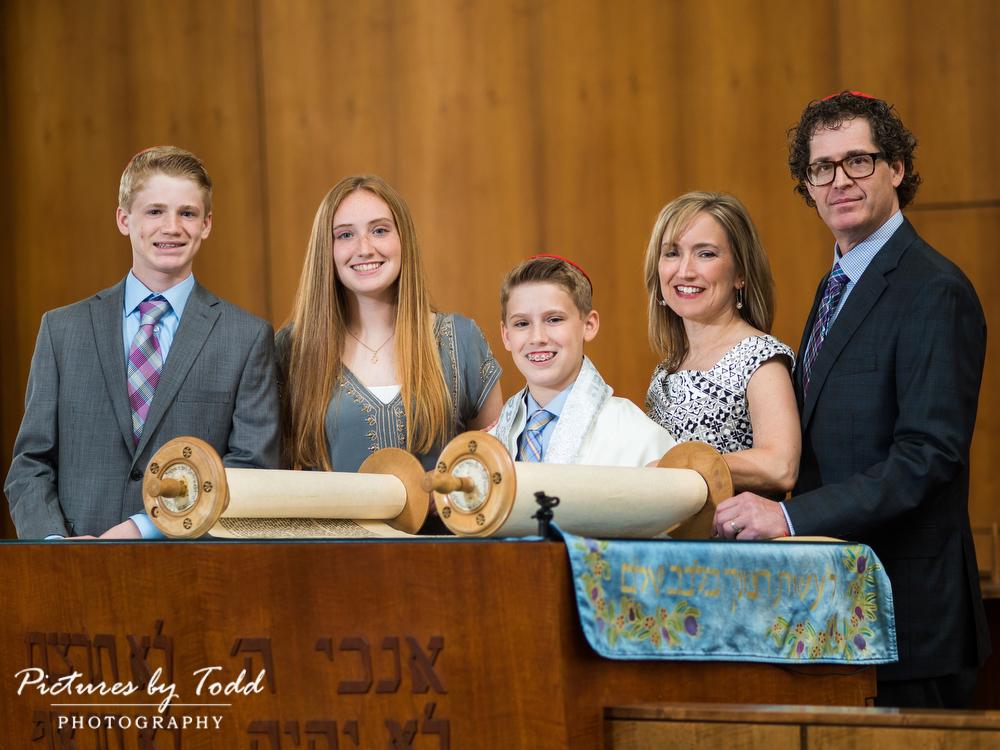 Temple-Beth-Hillel-Beth-El-Portraits-Family