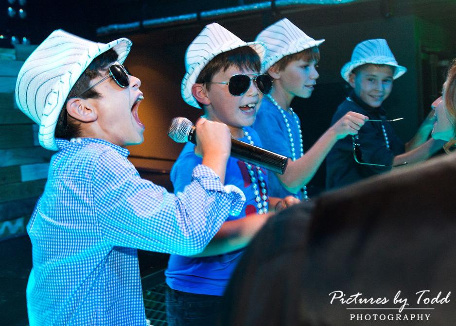 bat-mitzvah-candid-funny-momement-kids-friends-blue