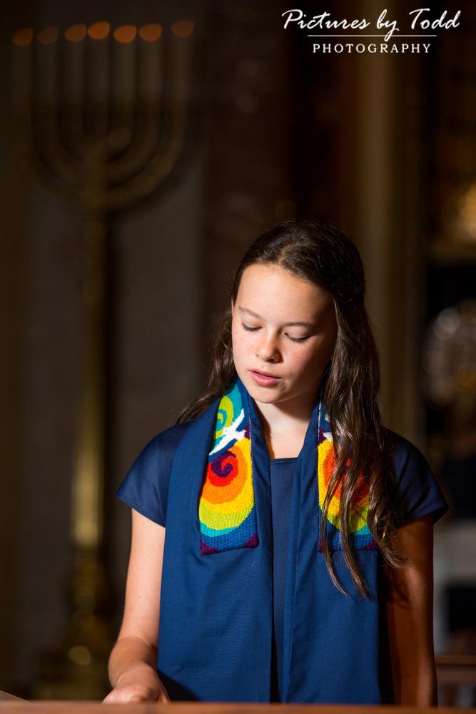 bat-mitzvah-rodeph-shalom-candid-ceremony-torah