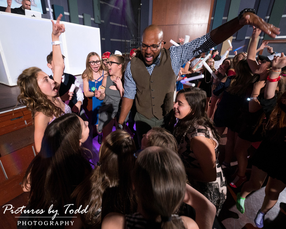 associate-photographer-pictures-by-todd-world-cafe-live-philadelphia-all-around-entertainment-ll-best-dj