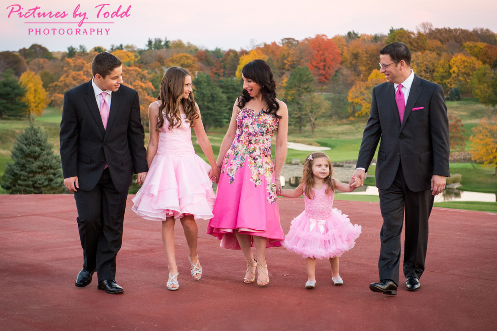 bat-mitzvah-outdoor-portrait-fall-colors-smile-family-together
