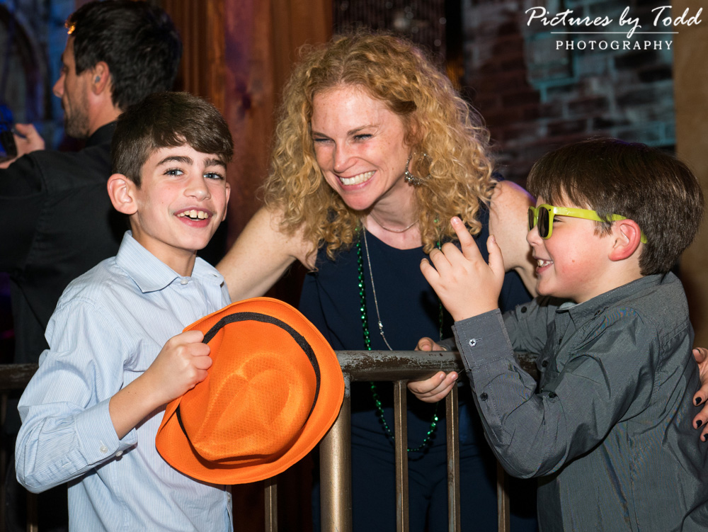 beat-street-manayunk-family-friends-philadelphia-photographer-bar-mitzvah-candid-fun-smile-excited