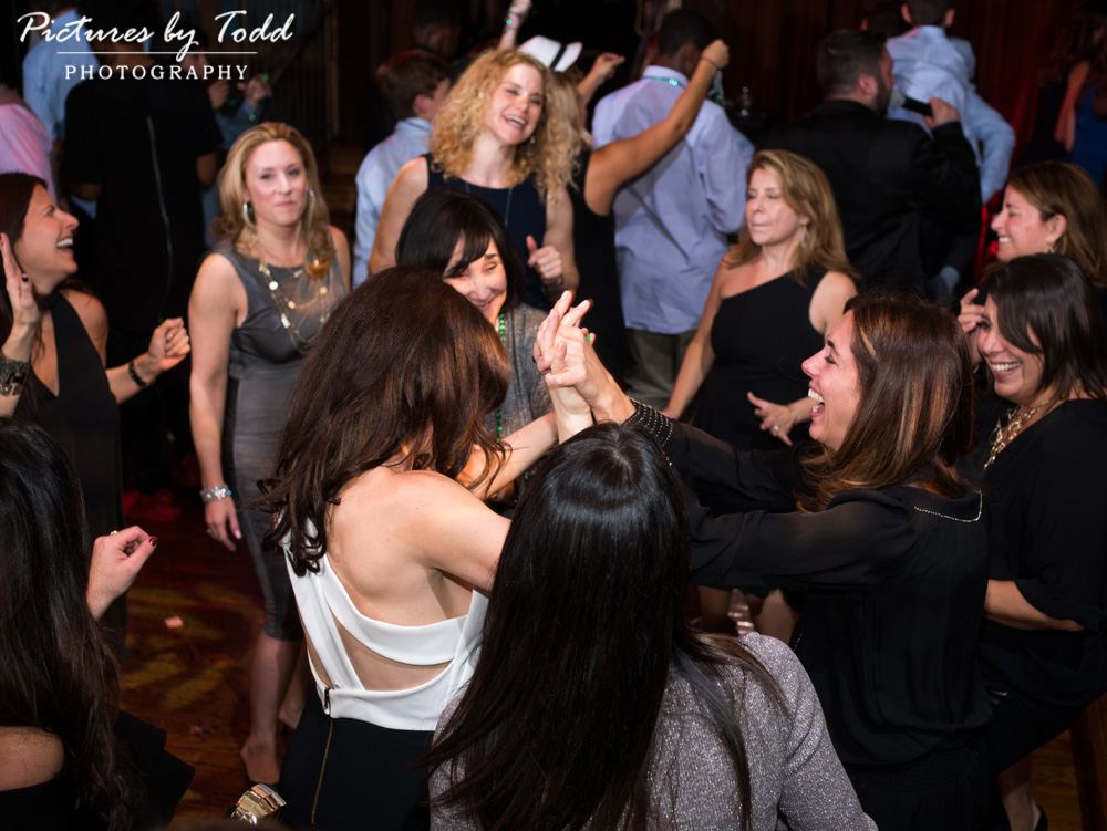 beat-street-manayunk-family-friends-philadelphia-photographer-bar-mitzvah-dance-fun-music