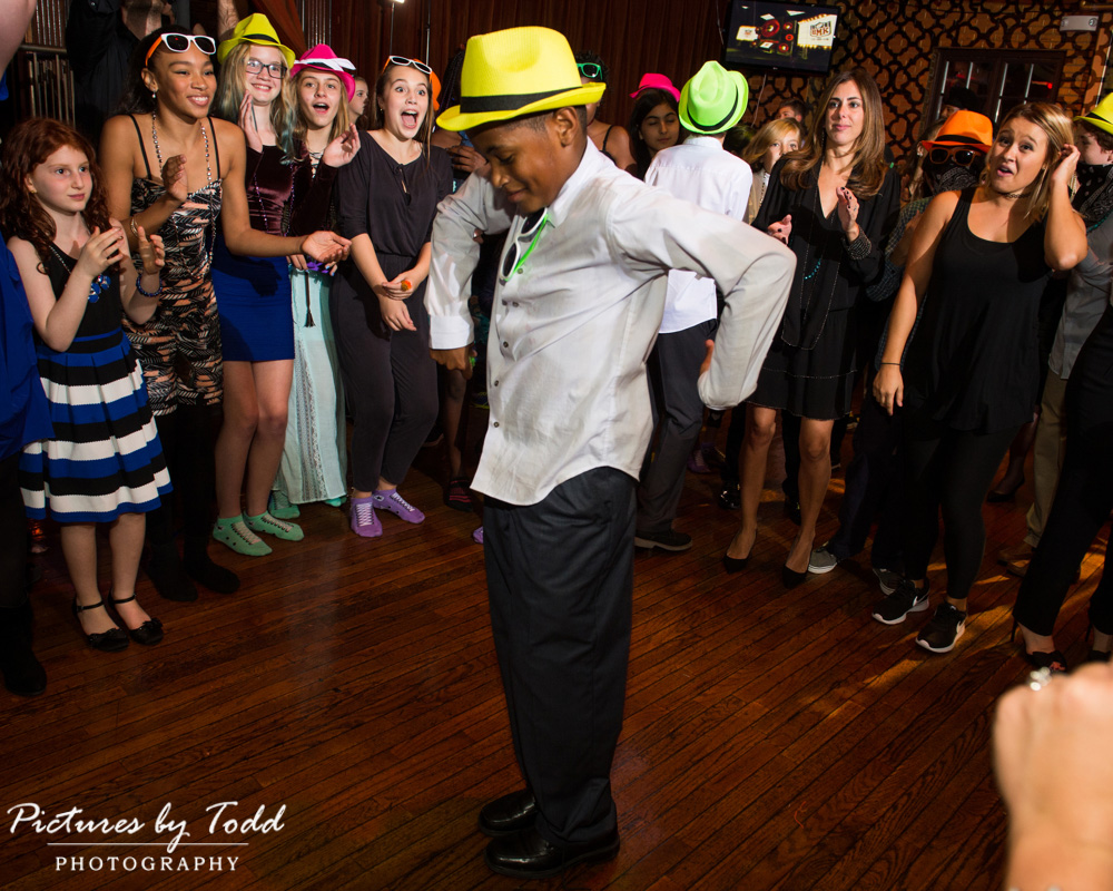 beat-street-manayunk-family-friends-philadelphia-photographer-bar-mitzvah-dance-fun-smile-entertainment