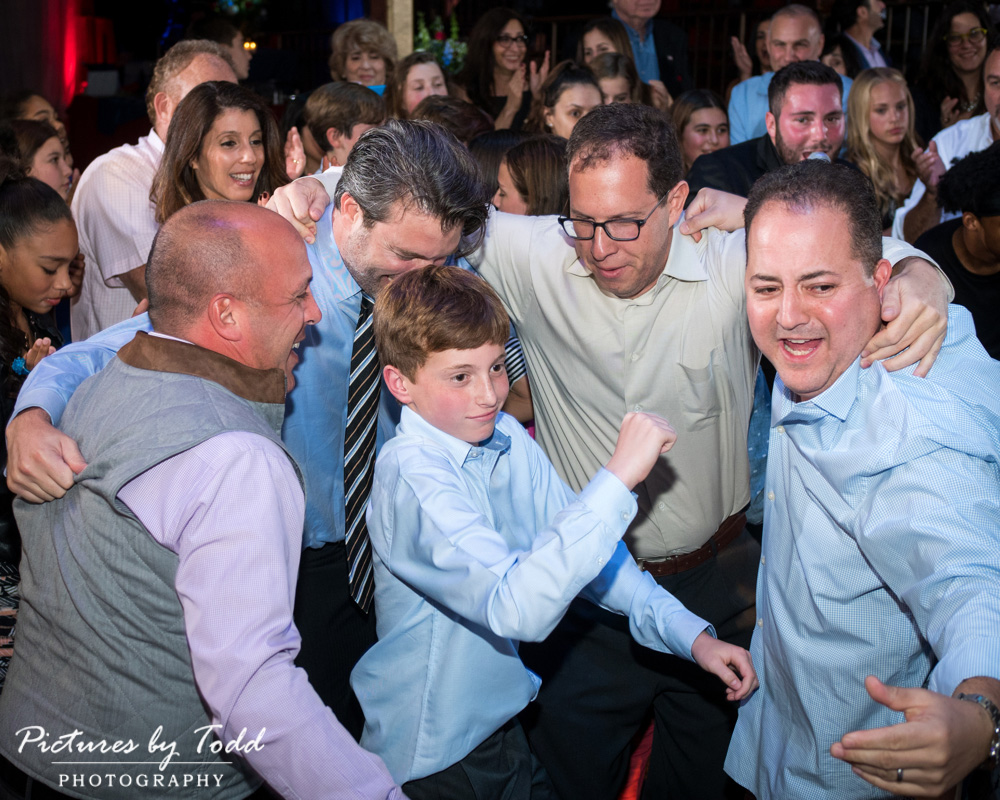 beat-street-manayunk-family-friends-philadelphia-photographer-barmitzvah-dance-fun-entertainment
