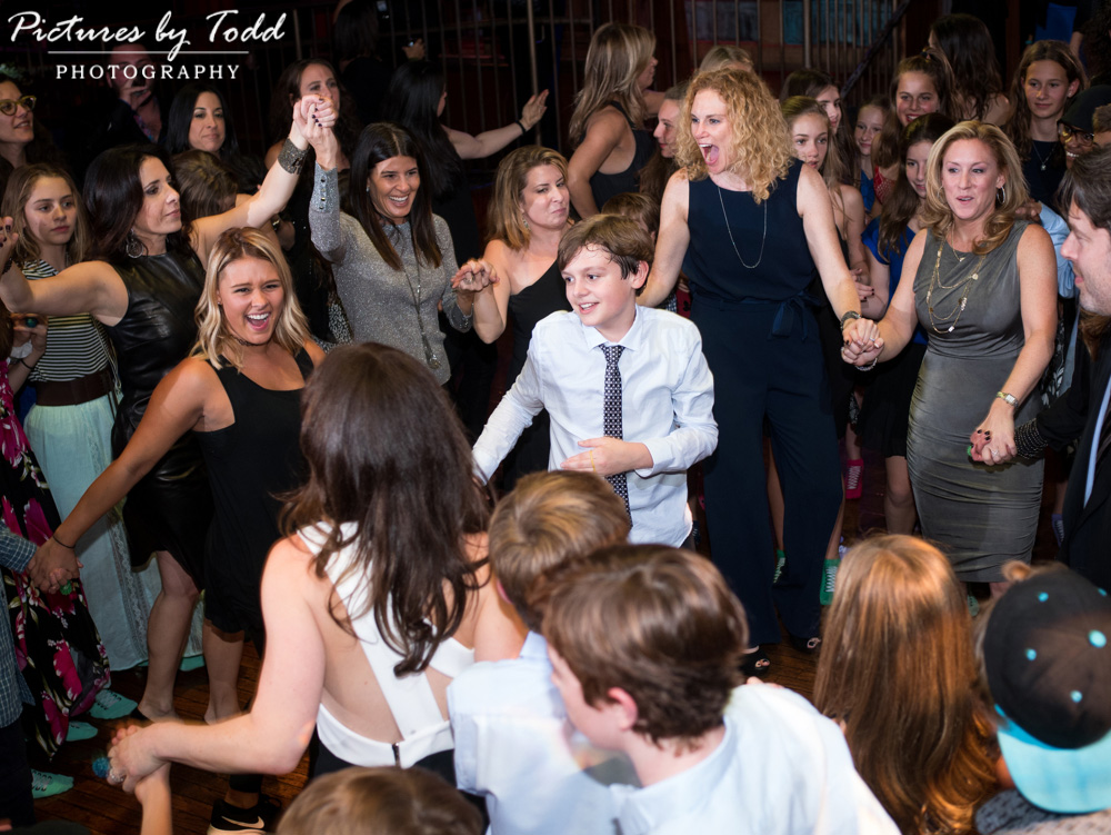 beat-street-manayunk-family-friends-philadelphia-photographer-barmitzvah-dance-fun-smile