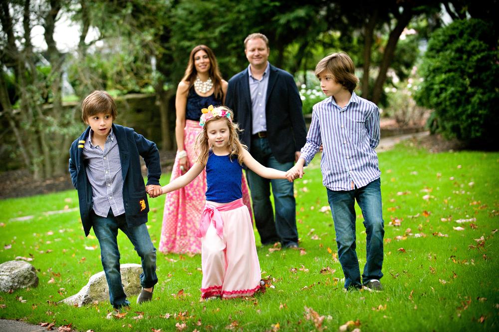 Main-Line-Family-Portraits-Outside