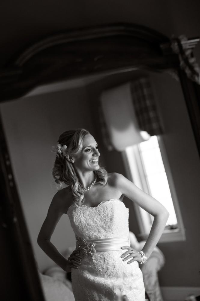 Wedding-Bridel-Portraits-Reflection-Mirror-Shot