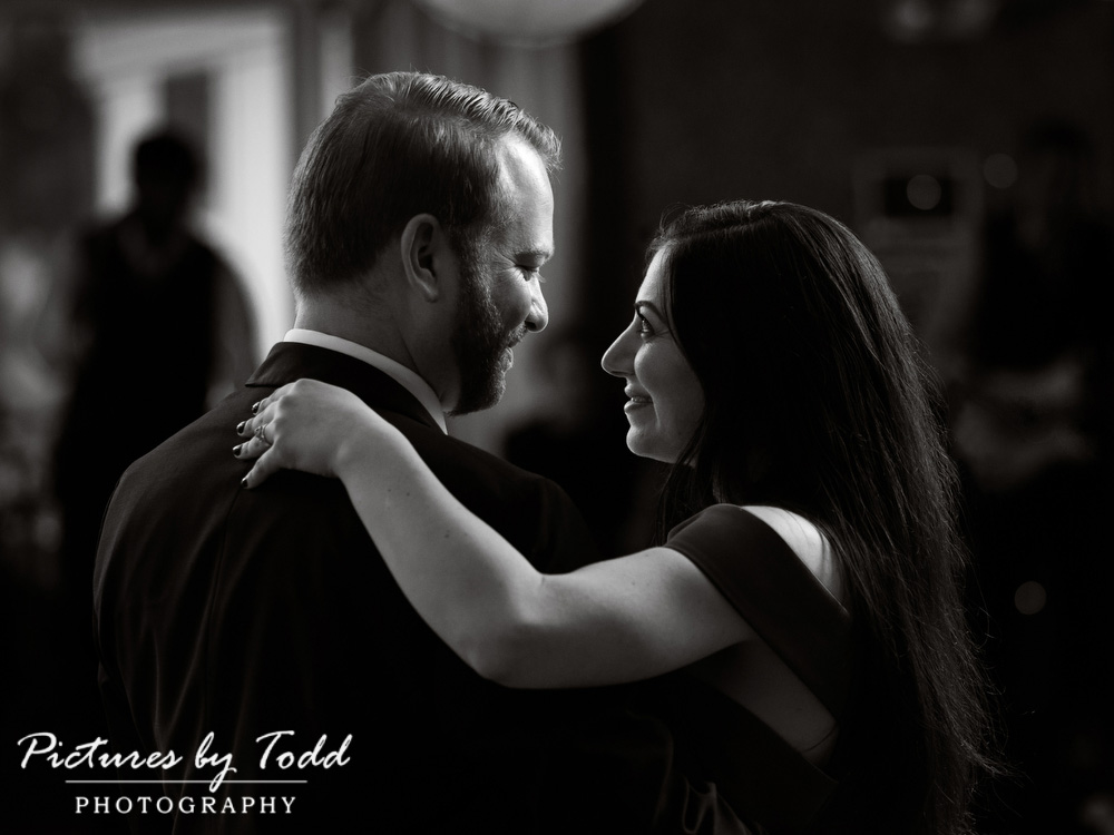 Manor-House-Of-Prophecy-Creek-Black-White-First-Dance-Photos
