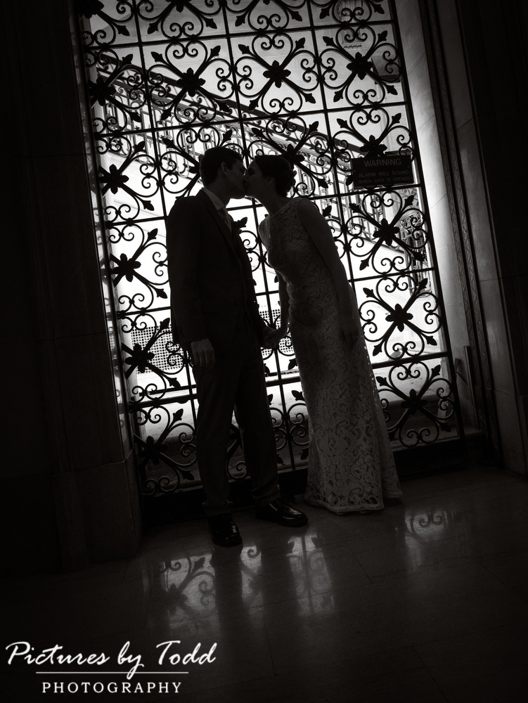 Beautiful-Blooms-The-Free-Library-Philadelphia-Wedding-Black-White-Unique-Moments
